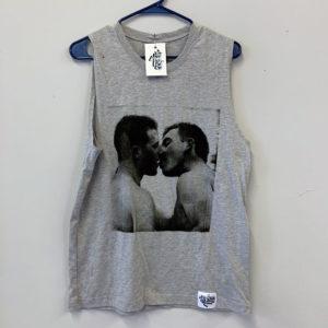kiss- grey on tank